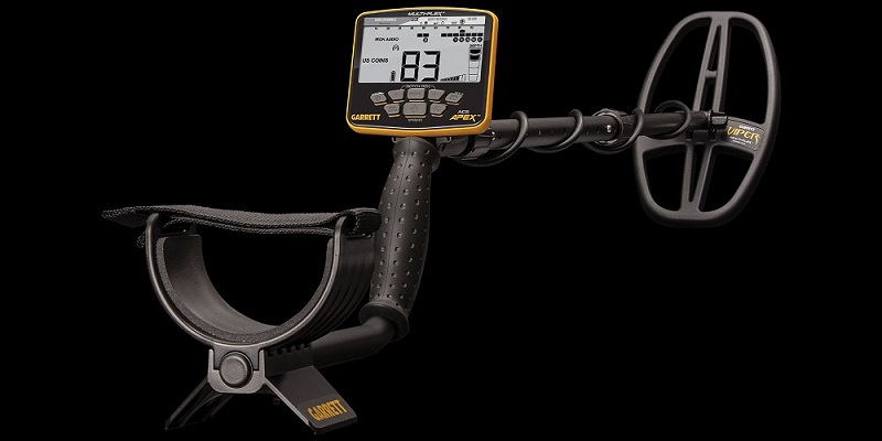 New Garrett Apex multifreq metal detector with headphones.